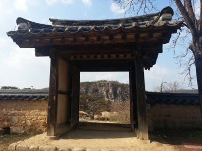 世界遺産河回村からプヨンデの崖を望む (400x300)