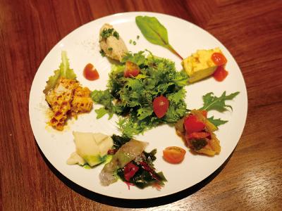 「サラダと前菜の盛り合わせ」