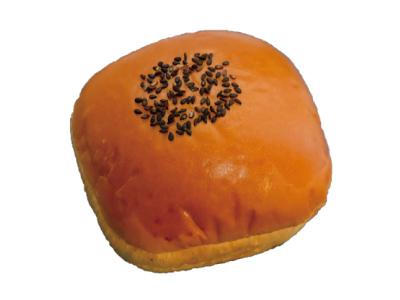 山崎パンと自家製パンの 新栄堂01